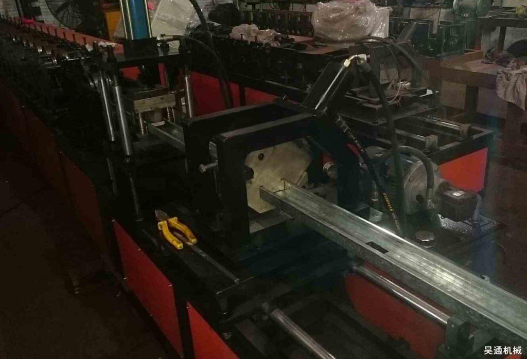 100U型隔墙龙骨机切断装置